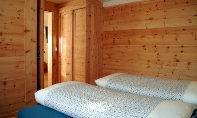 Lehrnerhof - Schlafzimmer in Zirbenholz