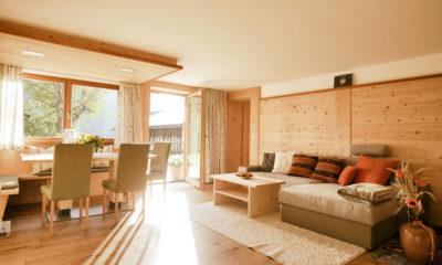 Lehrnerhof - Wohnzimmer in Zirbenholz